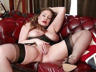 Natural Big Tits Brown-haired Sophia Delane Wanks In Nylon...